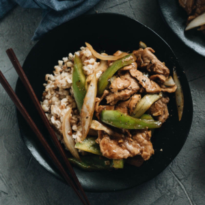 Tender juicy pork, stir fried with crispy peppers and onions in a garlicky savory sauce. Not only is it so easy and fast to make, but it also makes a great weekday main dish with affordable ingredients and is loaded with nutrition. #pork #pepper #stirfry #recipes #dinner