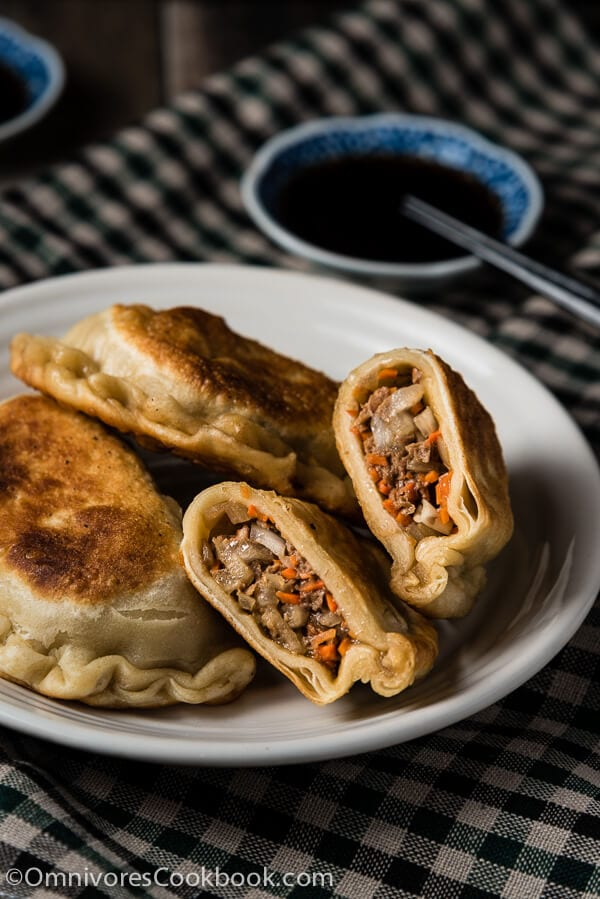 Beef Meat Pie (牛肉馅饼) - A classic northern Chinese pastry. It has a moist savory filling and a crispy crust. It's a large version of the potsticker and tastes even better! | omnivorescookbook.com