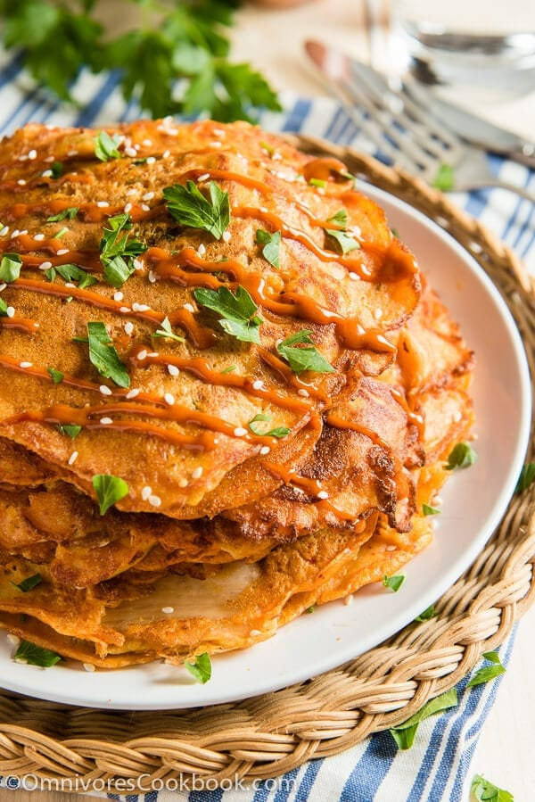 These cheesy kimchi pancakes require minimal prep and only 20 minutes to cook. They also provide a clever way of using up leftovers. Isn't it a great lunch solution? | omnivorescookbook.com