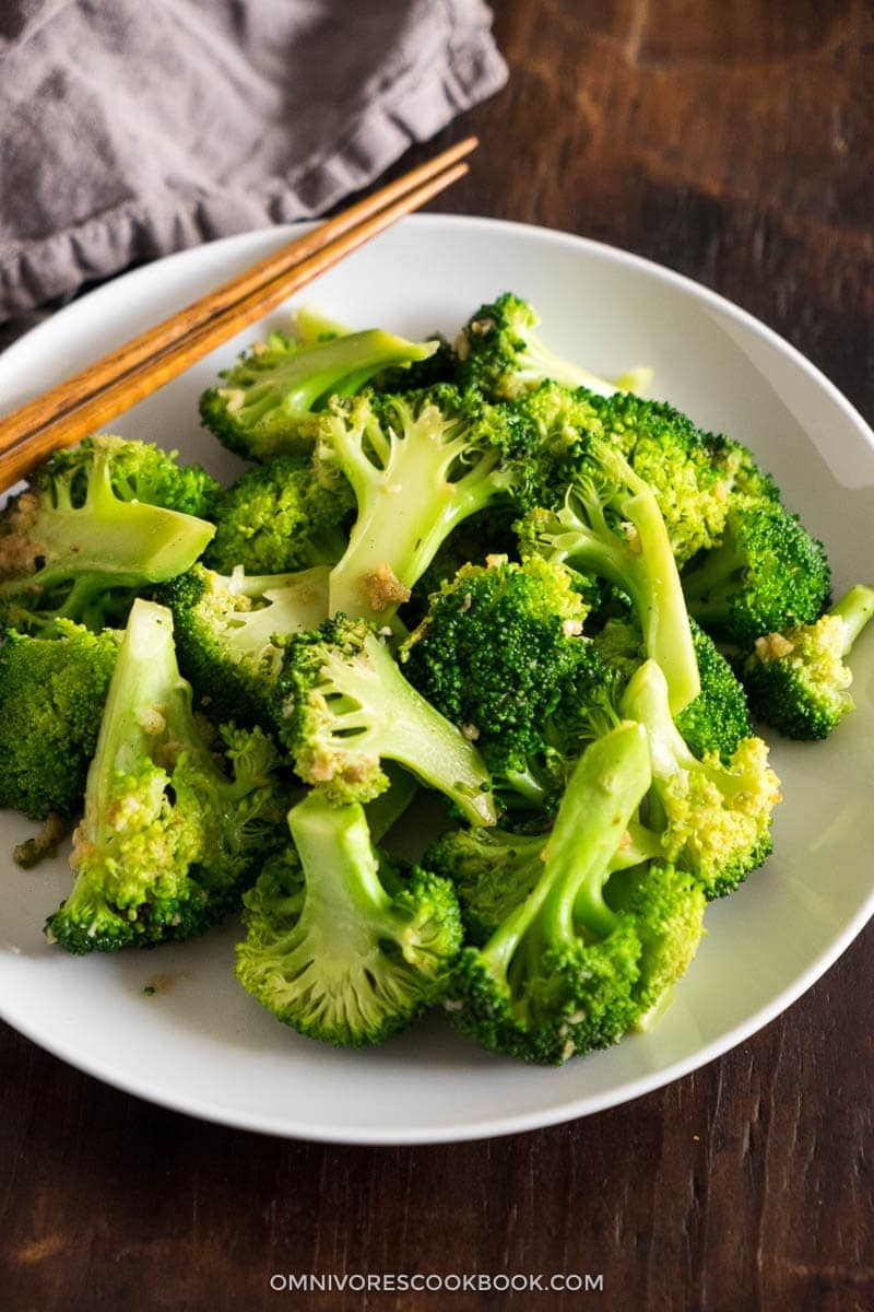 Use 5 minutes and 3 ingredients to create the best broccoli dish!