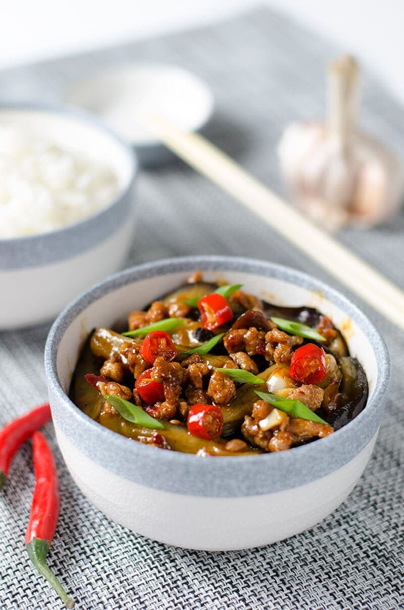 Szechuan Spicy Eggplant (鱼香茄子) - the crispy eggplant is cooked in a rich spicy, sweet, sour and savory sauce | omnivorescookbook.com
