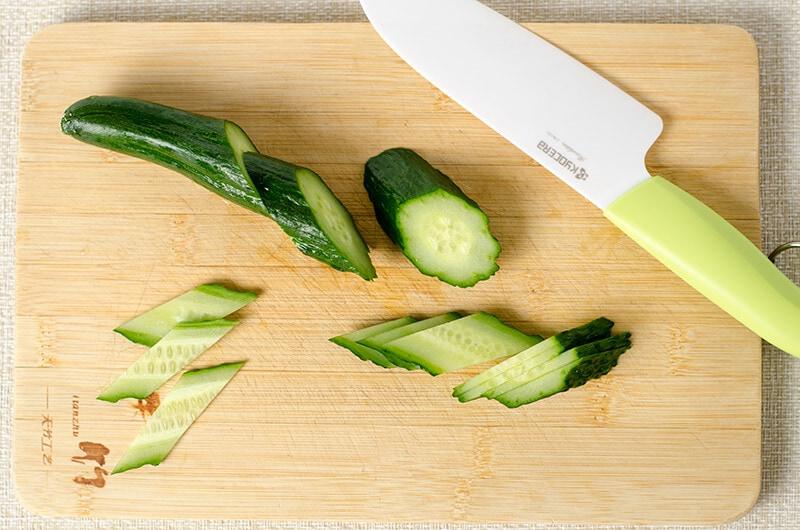 How to cut cucumber rhombus slices | Omnivore's Cookbook