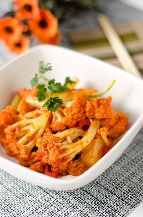 Stir Fried Cauliflower with Tomato Sauce | Omnivore's Cookbook