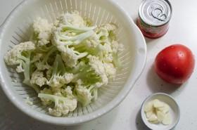Stir Fried Cauliflower with Tomato Sauce Ingredients | Omnivore's Cookbook