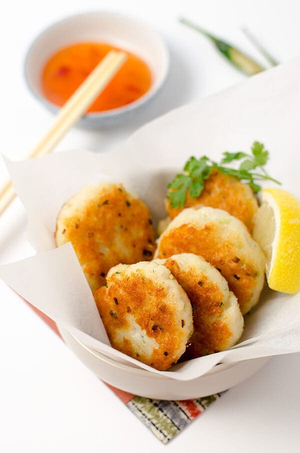 Easy asian style fish cake omnivore 39 s cookbook for Chinese fish cake