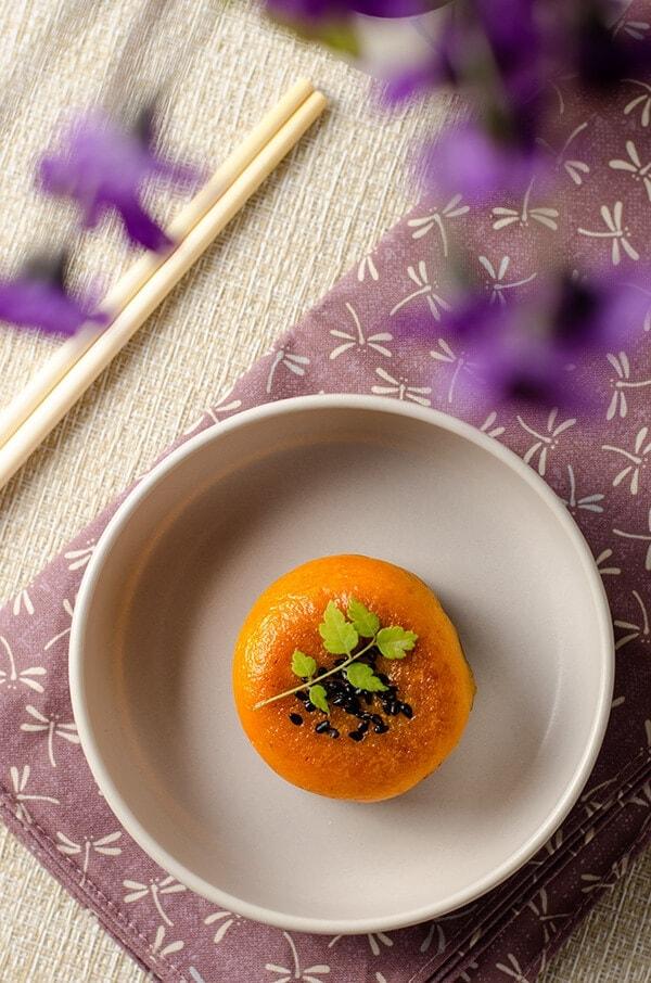 Chinese Pumpkin Bun | omnivorescookbook.com