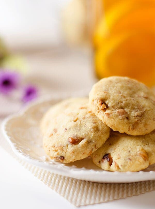 No-Sugar Shortbread Cookies with Nuts | omnivorescookbook.com