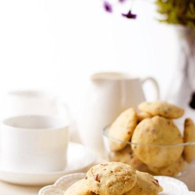 No-Sugar Shortbread Cookies with Nuts | omnivorescookbook.com