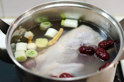 Chinese Chicken Stock Cooking Process | omnivorescookbook.com