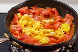 Classic Tomato and Egg Stir-Fry Cooking Process | omnivorescookbook.com