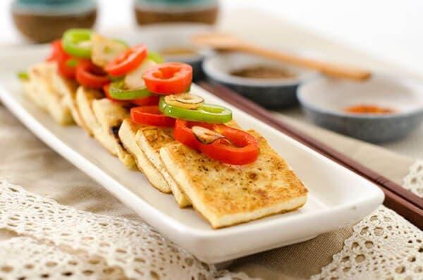 Salt and Pepper Tofu Steak | omnivorescookbook.com