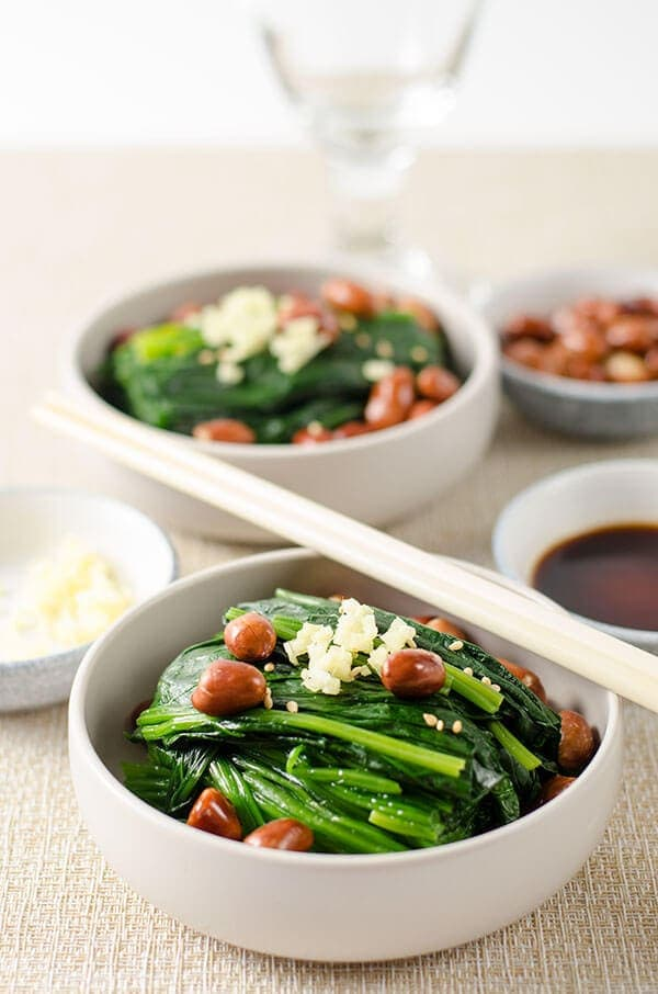 Chinese Spinach and Peanut Salad | omnivorescookbook.com