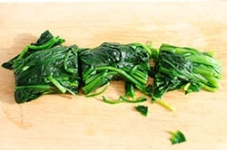 Chinese Spinach and Peanut Salad Cooking Process | omnivorescookbook.com