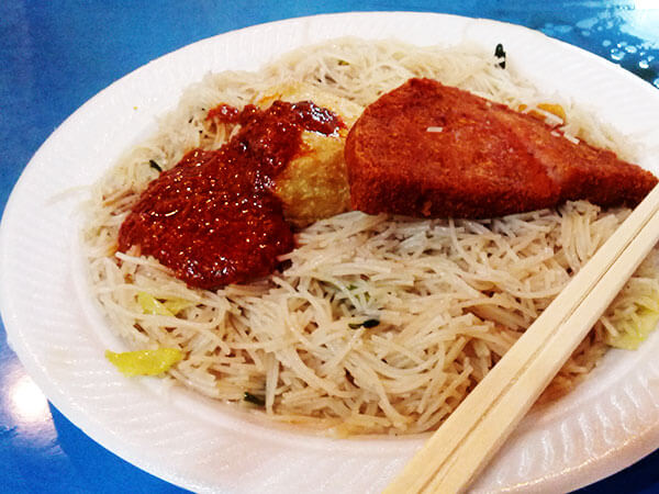 Best Fried Noodles in Singapore | omnivorescookbook.com