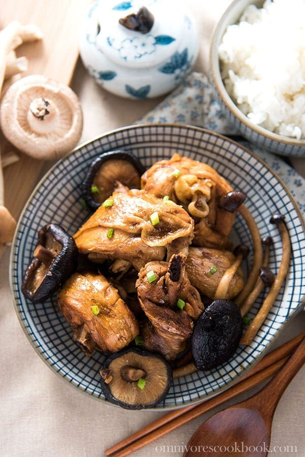 Braised Chicken with Mushroom (小鸡炖蘑菇) - 20 Chinese Recipes You Need to Try Out in 2015 | omnivorescookbook.com