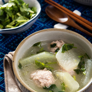Winter Melon Meatball Soup (冬瓜丸子汤) | omnivorescookbook.com