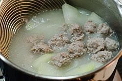Winter Melon Meatball Soup (冬瓜丸子汤) Cooking Process | omnivorescookbook.com