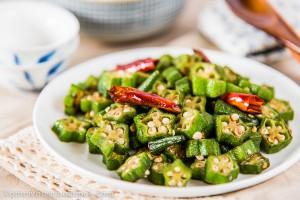 Four-Ingredient Okra Stir-fry | omnivorescookbook.com
