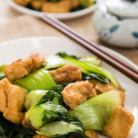 Stir Fried Bok Choy with Crispy Tofu | omnivorescookbook.com