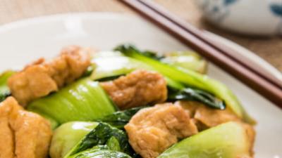 Stir Fried Bok Choy with Crispy Tofu | omnivorescookbook.com