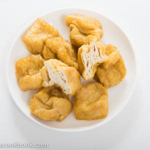 Fried Tofu (豆泡) | omnivorescookbook.com