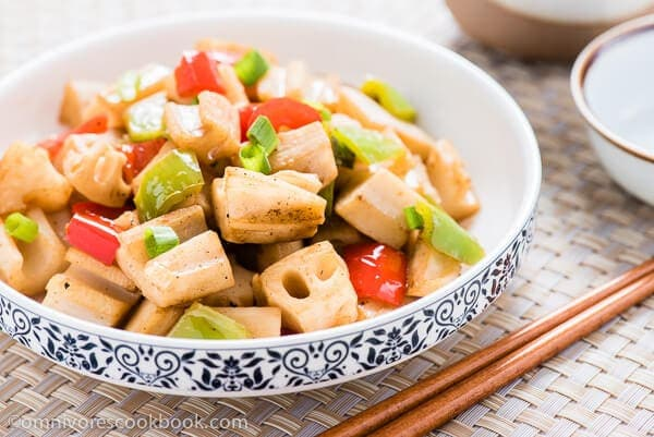 Stir Fried Lotus Root with Pepper | omnivorescookbook.com