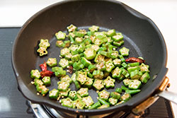 Four-Ingredient Okra Stir-fry Cooking Process | omnivorescookbook.com