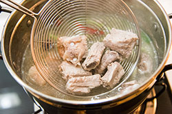 Sweet and Sour Pork Ribs Cooking Process | omnivorescookbook.com