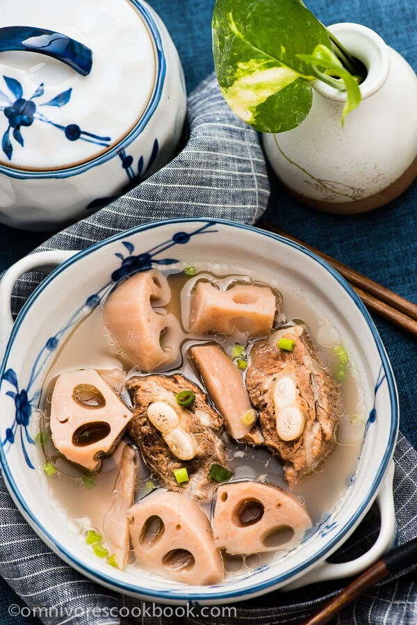 Lotus Root Soup With Pork Ribs (排骨莲藕汤) | omnivorescookbook.com