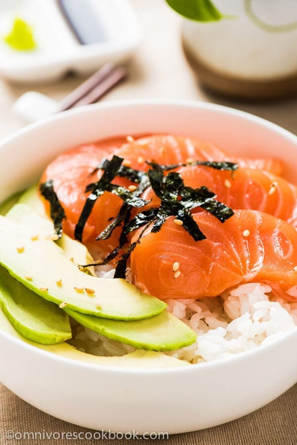 Salmon Sashimi Bowl with Avocado | omnivorescookbook.com
