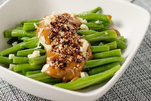 Green Beans with Spicy Peanut Sauce | omnivorescookbook.com