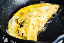 Omelet Mushroom Cooking Process | omnivorescookbook.com
