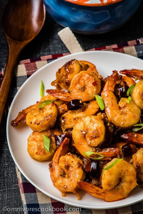 These hot shrimp are so appetizing, scrumptious, and flavorful, that you can hardly imagine they require only 15 minutes to get ready - Sichuan Spicy Shrimp Stir-Fry | omnivorescookbook.com