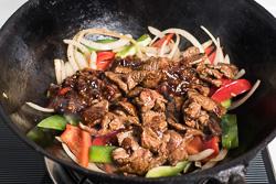 Spicy Beef Stir-Fry with Pepper Cooking Process | omnivorescookbook.com