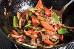 Spicy Beef Stir-Fry with Pepper Cooking Process | omnivorescookbook.com