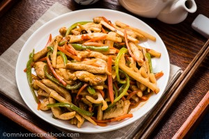 The chicken is quickly cooked with colorful veggies in a pungent sweet and sour garlic sauce. A quick, healthy and comforting dish that only requires 30 minutes to get ready! | omnivorescookbook.com