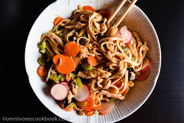 The ultimate lunch solution - use chili oil and seasoned soy sauce to make the best noodles in 15 minutes! | omnivorescookbook.com