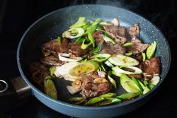 Scallion Beef Stir Fry Cooking Process | omnivorescookbook.com