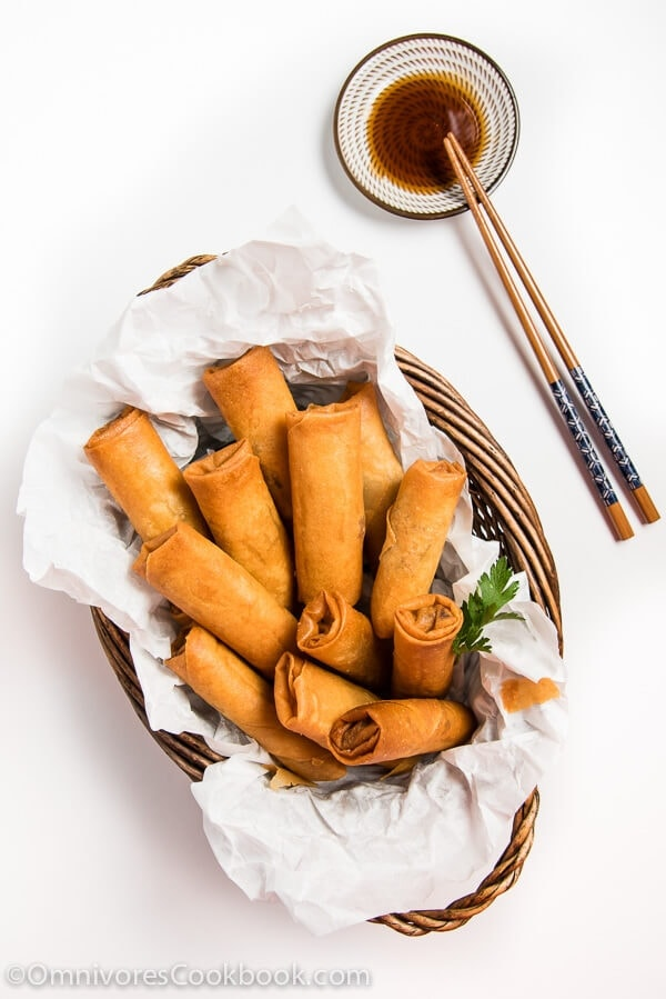 Cantonese Chicken Egg Roll (广式鸡肉春卷) - This recipe is from a famous Hongkongese dim sum chef. A must-try if you're into real Chinese food. | omnivorescookbook.com