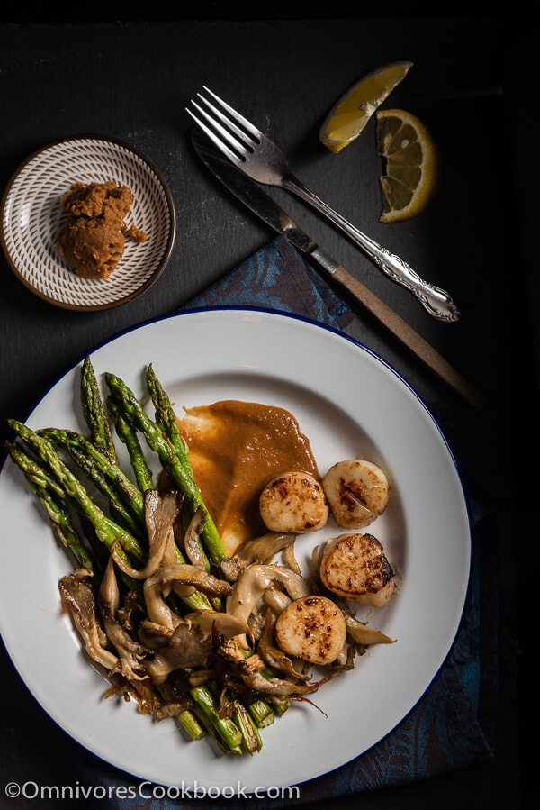 Miso Butter Scallop - A perfect appetizer for a celebration, romantic dinner, or party   omnivorescookbook.com