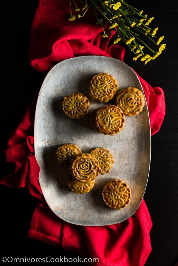 The Ultimate Guide to Traditional Mooncake (传统广式月饼)   omnivorescookbook.com