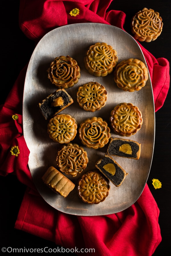 The Ultimate Guide to Traditional Mooncake (传统广式月饼) | omnivorescookbook.com