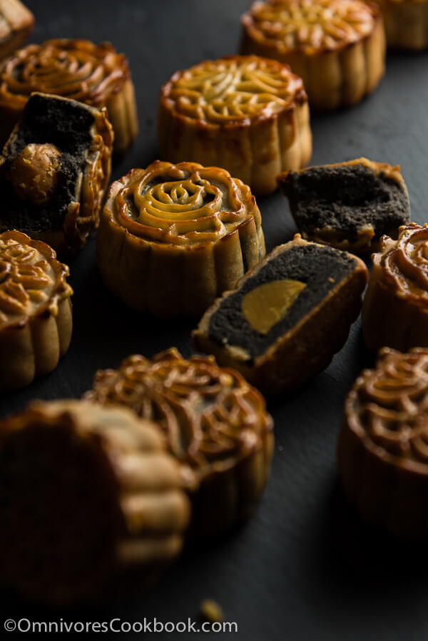 The Ultimate Guide to Traditional Mooncake (传统广式月饼) | Omnivore's Cookbook