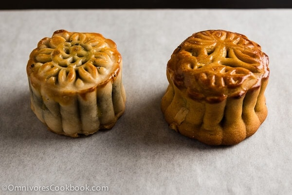 The mooncake on the right used baking soda instead of kansui. It yielded a pale color due to the lack of alkaline. The one on the right used a bit more kansui than needed. It resulted a darker color and a funny shape.