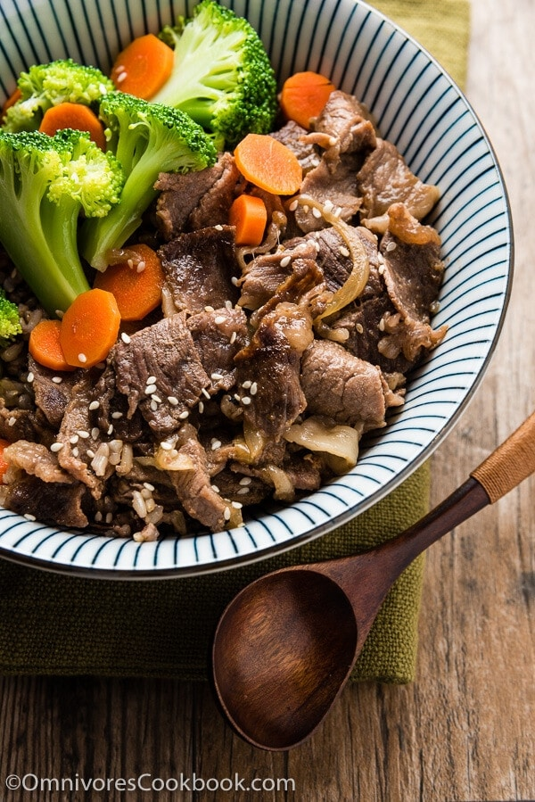 Beef Rice Bowl - Yoshinoya Copycat (肥牛饭) - A delicious and comforting one-dish meal that is easy to cook. Learn the secret sauce and cook the best braised beef - it's even better than takeout! | omnivorescookbook.com