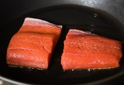 Crispy Salmon with Ginger Soy Sauce Cooking Process | omnivorescookbook.com
