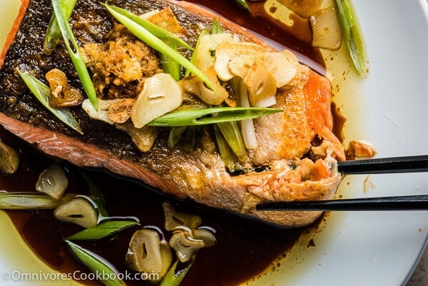 Crispy Salmon with Ginger Soy Sauce - This recipe combines the delicate flavor of Chinese steamed fish with the crispy skin of grilled salmon in one dish. Isn't it perfect? | omnivorescookbook.com