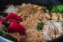 15-Minute Fried Noodles Cooking Process   omnivorescookbook.com