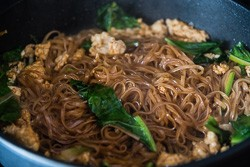 15-Minute Fried Noodles Cooking Process | omnivorescookbook.com