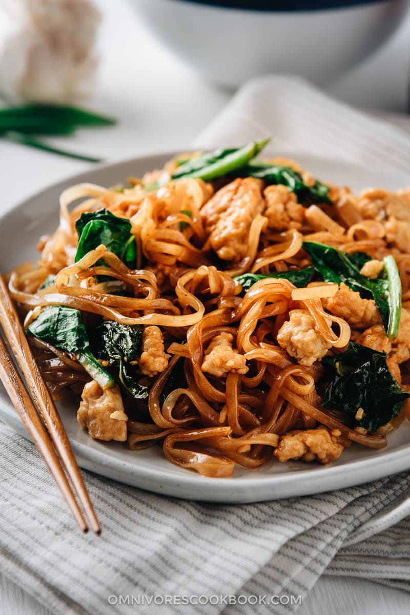 Fried noodles with ground meat and veggies